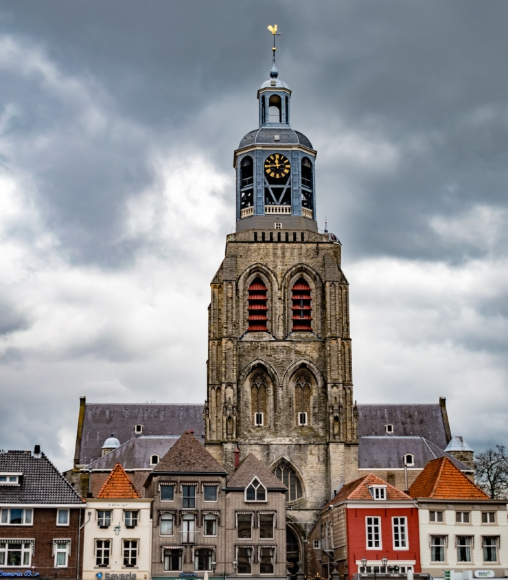 The church called Gertrudiskerk is situated in the town square.